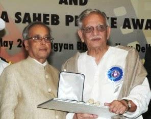 Gulzar Receiving Dadasaheb Phalke Award