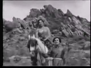 Ethanai Kaalamdhan Emaatruvaar Indha Naatile Song Still in MGR's Malaikkallan