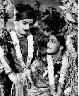 M N Nambiar and Malathi in Kanjan