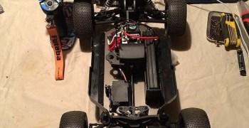 Casey Stoner y su coche radiocontrol, un Short Course