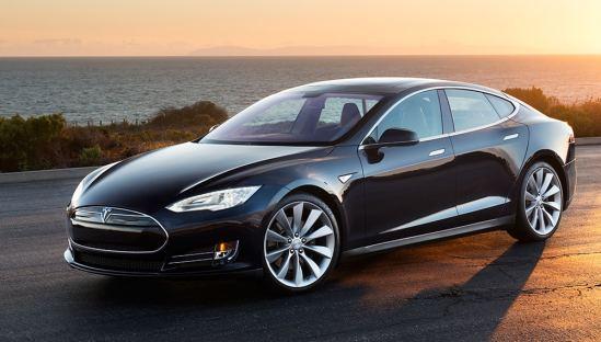 L'autopilot de Tesla évite un accident !