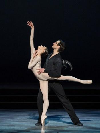 rebecca-bianchi-e-friedemann-vogel-ne-il-pipistrello-di-roland-petit-yasuko-kageyama-teatro-dellopera-di-roma