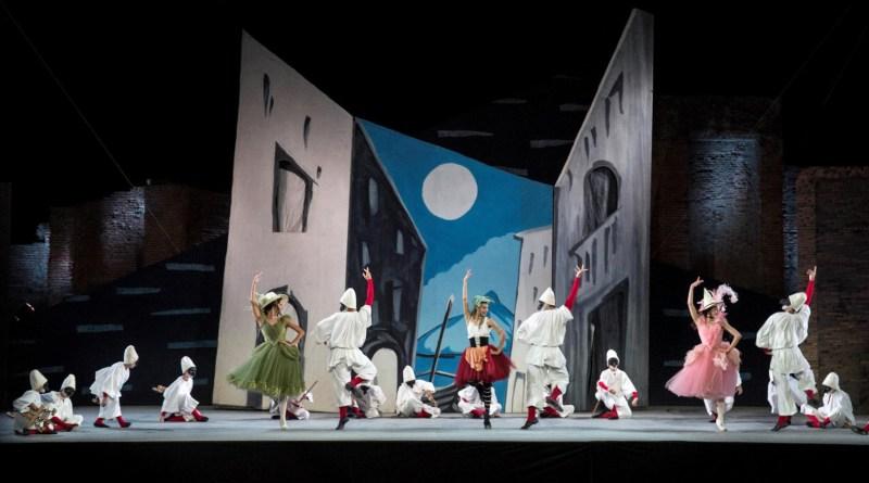 2-il-balletto-del-teatro-dellopera-di-roma-in-%22pulcinella%22-di-leonide-massine-luciano-romano