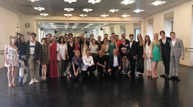 Venti neodiplomati alla Scuola di Ballo dell'Accademia Teatro alla Scala