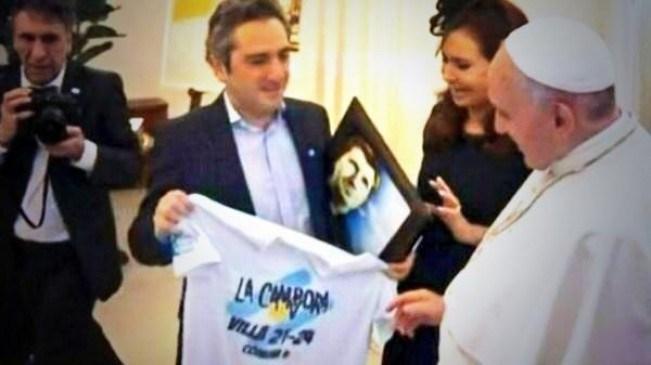 6-Papa-camiseta-de-La-Campora
