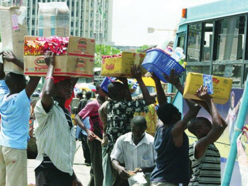 Amazing!!! Traffic Hawker Gets Handsome Reward For Letting Customer Go With Goods Without Payment On Trust
