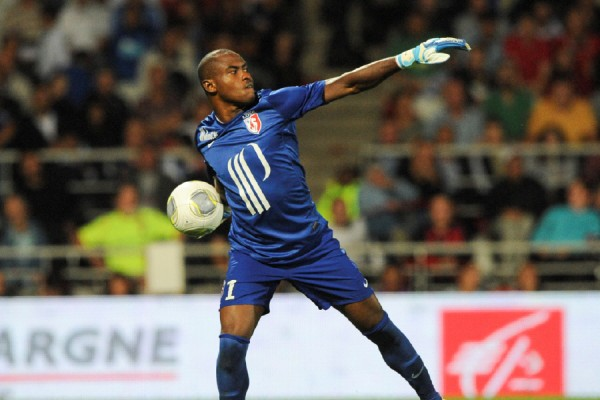 Vincent Enyeama Wil Not Join EPL Clubs to Sit on the Bench.