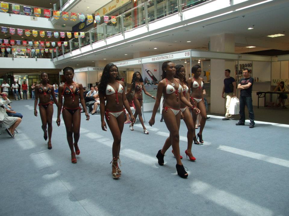 Nigerian Girls Show It All In Bikinis  Photos -7304
