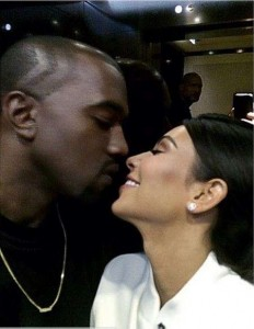 kimye-kissing