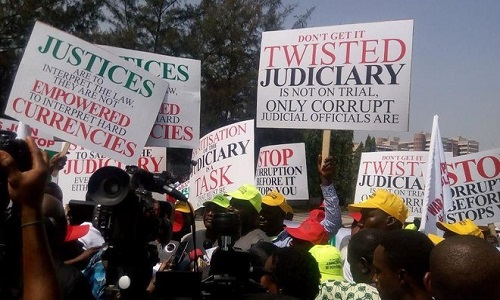 protesters_judges