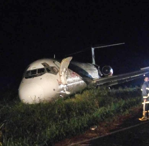 dana airplane from lagos ph overshoots runway lands inside the bush passengers evacuated photos - JUST IN: 157 Feared Dead As Ethiopian Flight From Addis Ababa To Nairobi Crashes