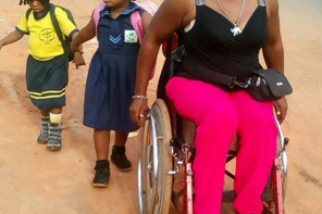 Woman In Wheelchair Spotted Struggling To Take Her Children To School In Owerri