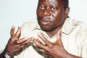 Election postponement: Nigerians hail Oshiomhole for putting INEC chairman in his place( video)