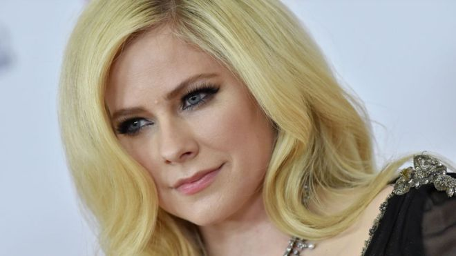 1 2 - I am not dead _ Canadian singer Avril Lavigne cries out