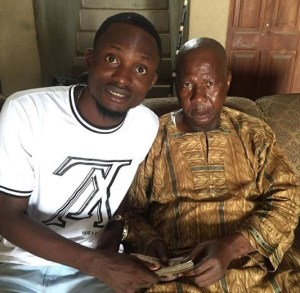 1 23 - Writer Tope Delano drags actor Jigan Baba Oja over this photo of him and Baba Suwe