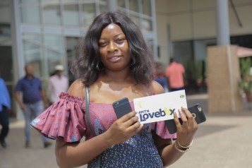 A1A0715 - Nkem Owoh, MTN, Samsung, celebrate Valentine's Day with a difference at Enugu mall in #MTNLoveBox campaign