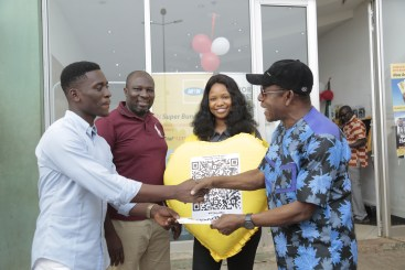 A1A0840 - Nkem Owoh, MTN, Samsung, celebrate Valentine's Day with a difference at Enugu mall in #MTNLoveBox campaign