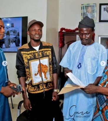 1 60 - [Photos]: Veteran Yoruba actor Tajudeen Oyewole 'Abija' gets car gift
