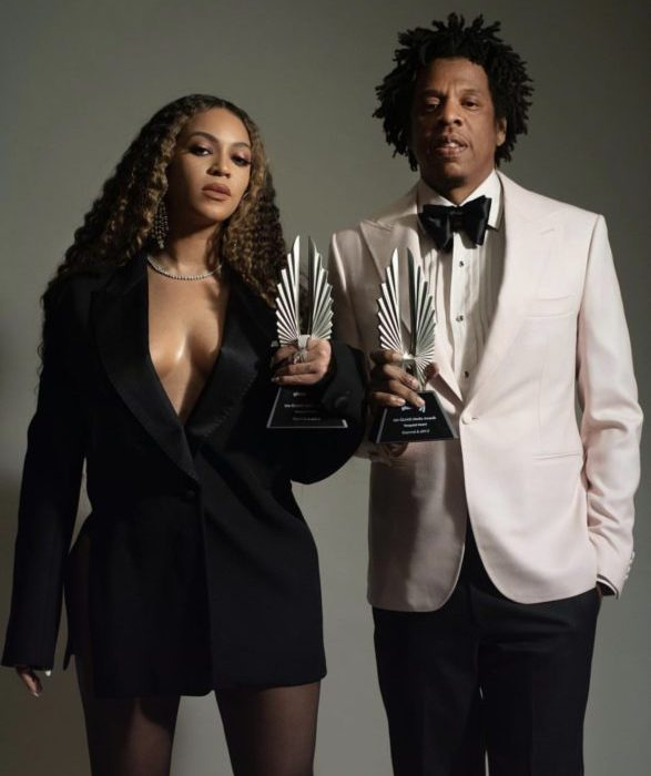 58F66AA3 69AF 46CB 9FAC 6116F7B8CBC5 - [Photos]: Jay Z and Beyonce pose with their GLAAD Award plaques