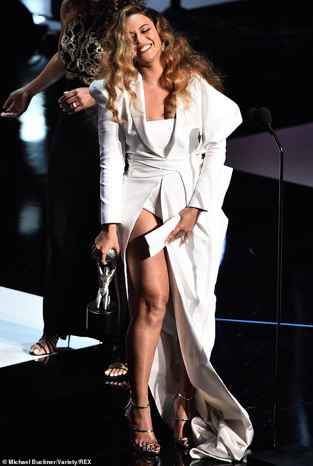 5ca0921549682 - [Photos]: See what Beyonce wore to the 2019 NAACP Awards