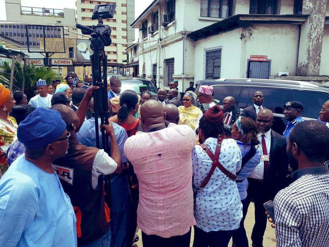 D1yDfhKXgAAV9ku - #LagosBuildingCollapse: Aisha Buhari visits victims in Lagos [See Pictures]
