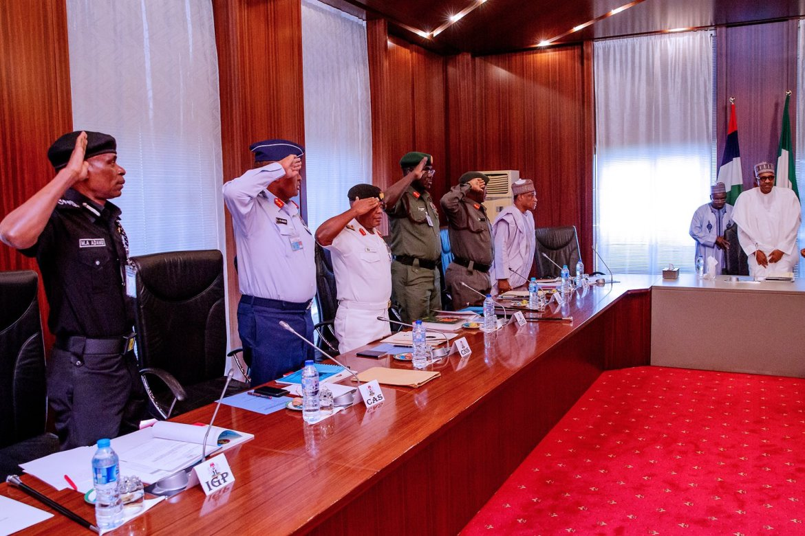 D2BAaYOXcAA4M41 - Just In: President Buhari meets service chiefs over security threats