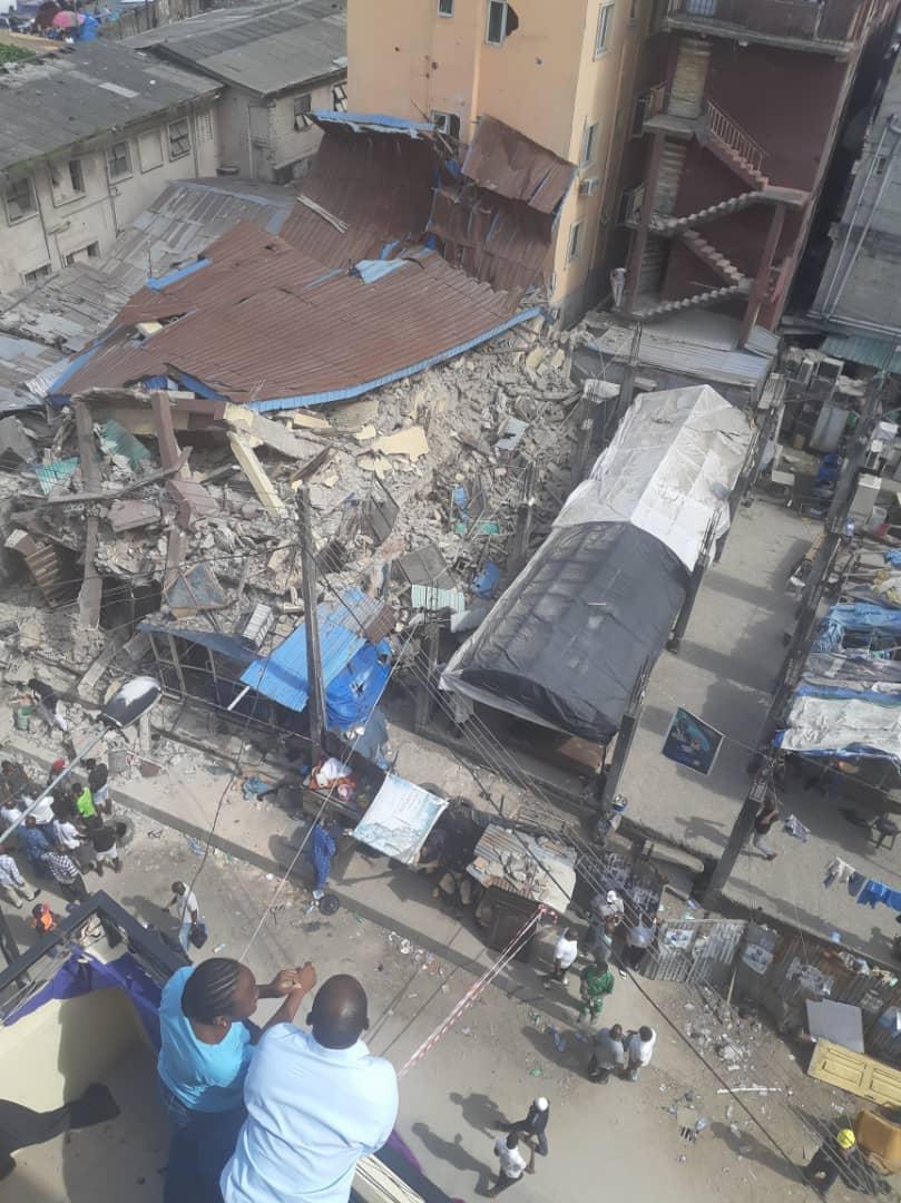 D2g7lEhWkAA6 9U - [Photos News] Tragic Pictures of Kakawa Street building collapse in Lagos