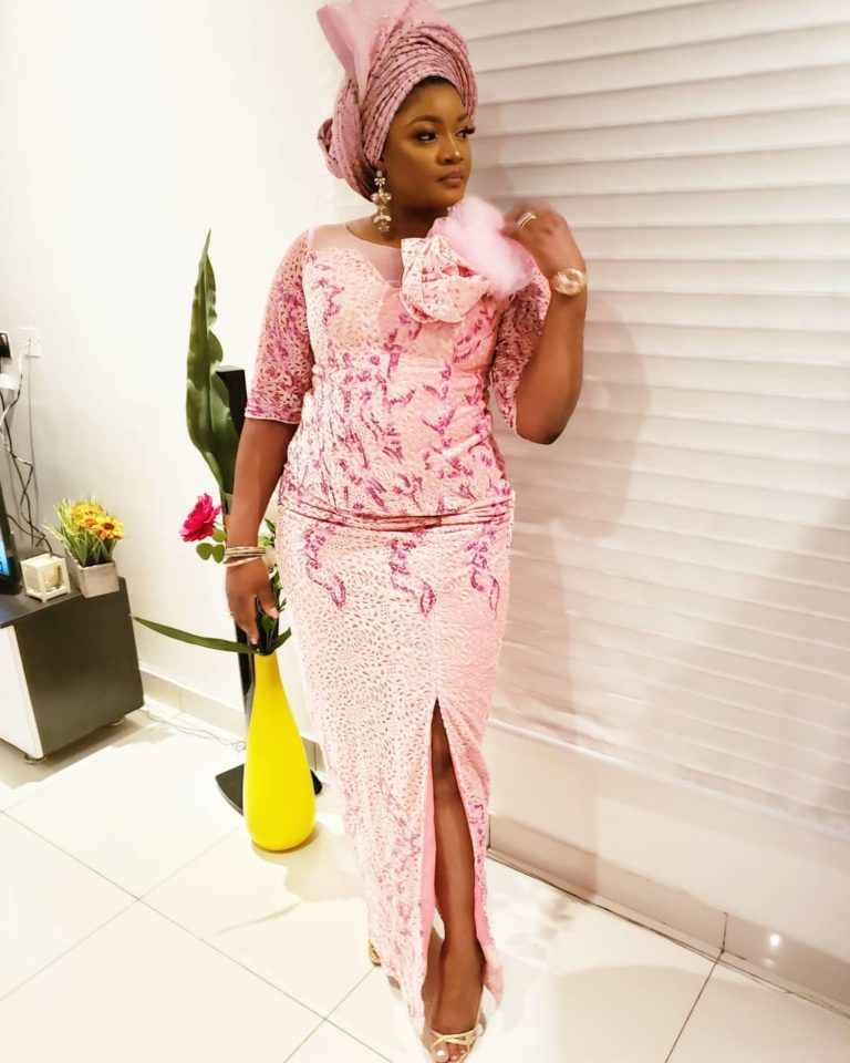 Temidayo Ted Abudu Adebola Makanjuola Traditional Engagement AsoebiBella BellaNaija 43 768x960 - [Beautiful Photos]: Asoebi Guests At Media Mogul, Mo Abudu's Daughter's Wedding
