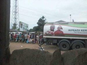 kerosine for votes 489x367 - Governor Ikpeazu campaign with 'free Kerosene' [See pictures]