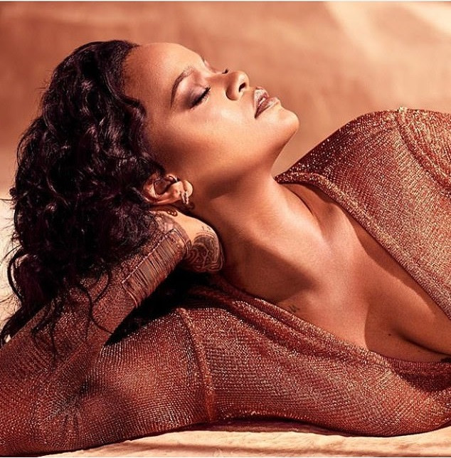 [Photos]: Rihanna oozes major sex-appeal in new photos