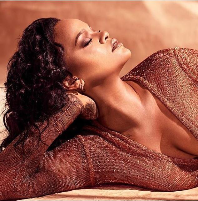 5cb425f270d2e - [Photos]: Rihanna oozes major sex-appeal in new photos