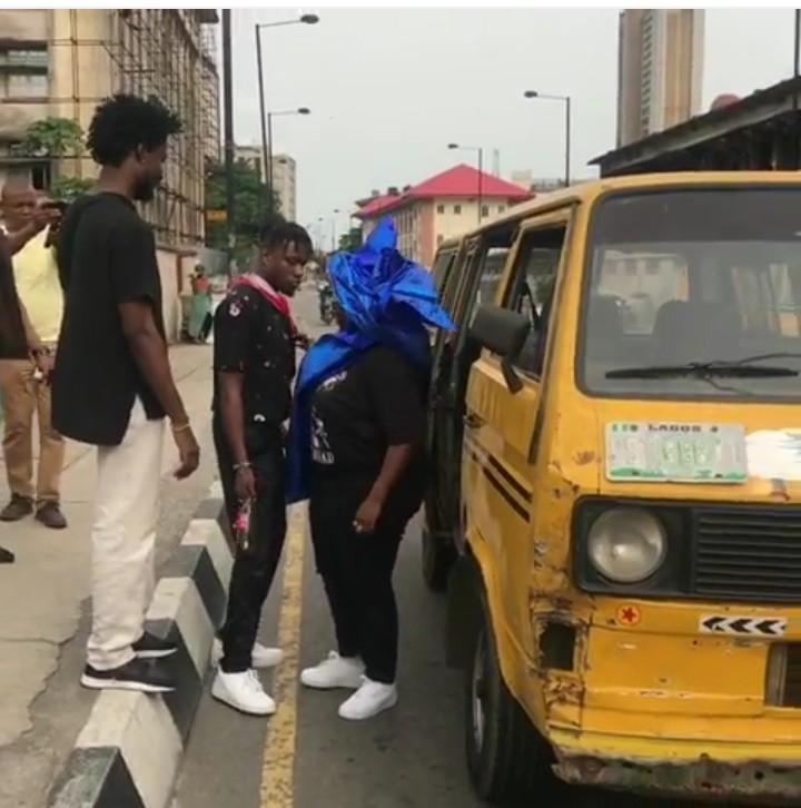 9222991 img20190420170948091 jpega5f61024d80ed9f753154b56a6fd4c8e - [Pictures] Singer Teni Seen on Yellow Bus in Lagos