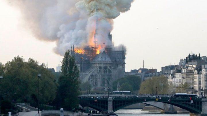 C9C92981 D075 4649 8D42 0B446C6593F9 - [Photos]: Notre Dame: Major fire ravages Paris cathedral
