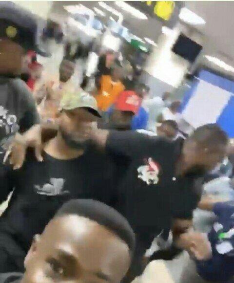 , Davido's Bouncer Flings A Fan At Lagos Airport (Video), All 9ja