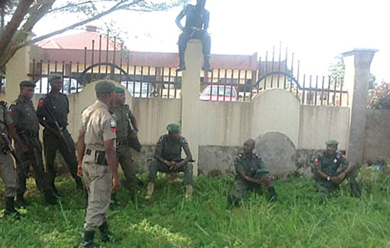 POLICEMEN MAINTAINING LAW & ORDER AROUND EKITI HOUSE OF ASSEMBLY COMPLEX