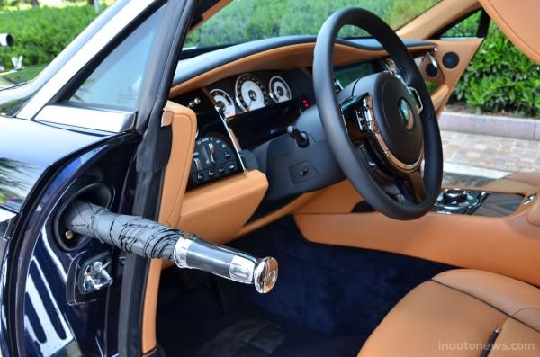 Rolls-Royce-Wraith-Interior-Umbrella-3