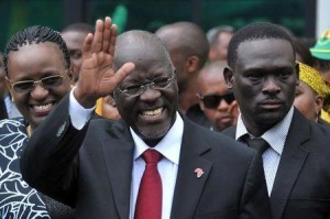 Tanzania's President elect John Pombe Magufuli salutes members of the ruling Chama Cha Mapinduzi Party (CCM) at the party's sub-head office on Lumumba road in Dar es Salaam, October 30, 2015. REUTERS/Sadi Said
