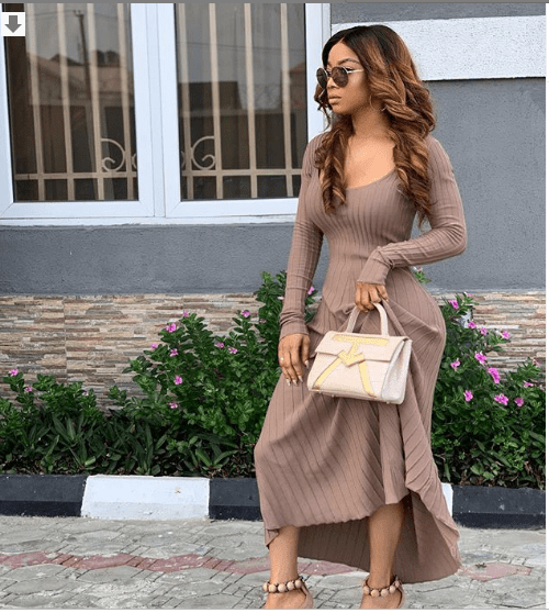 [Photos]: Toke Makinwa flaunts unbelievably tiny waist in nude dress