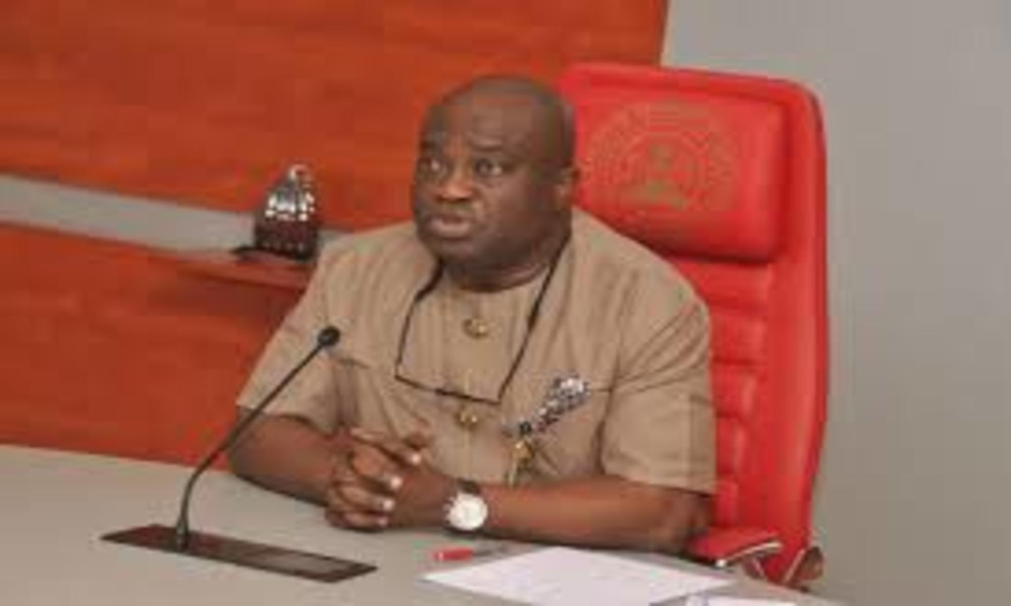 Ikpeazu Issues 14-Day Ultimatum To Federal Road Contractors In Abia