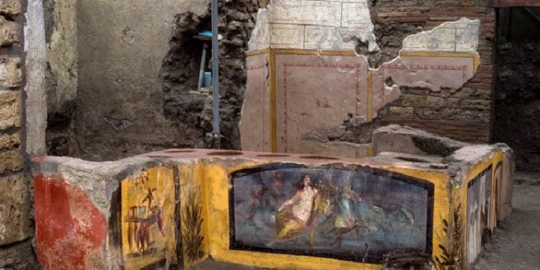 Archaeologists Found An Ancient Snack Bar In Pompeii