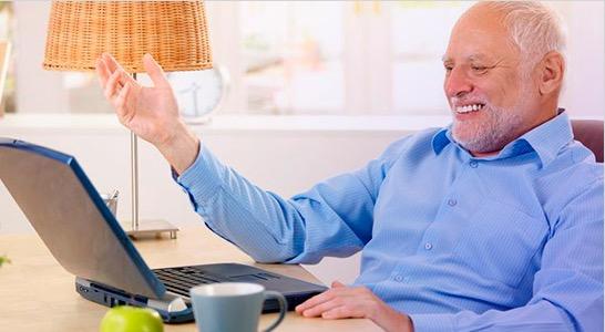 Risultati immagini per nonno al pc