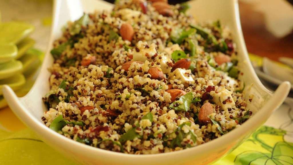 Ensalada de quinoa, tomate y cebolla roja/informaValencia.com
