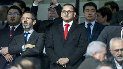 El presidente del Valencia CF, Anil Murthy en el palco de Mestalla./VCF