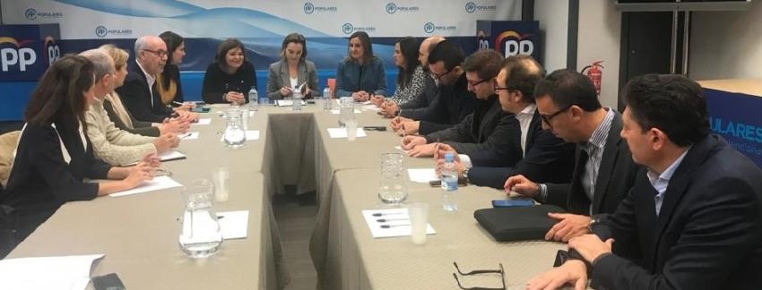 Reunión de la cúpula de PP valenciano con representantes de la enseñanza concertada/Img. informaValencia.com