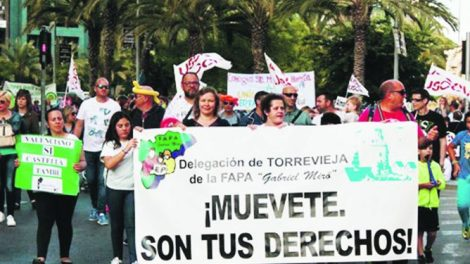 Movilización de padres en contra del plurilingüismo en Orihuela/Img. activa