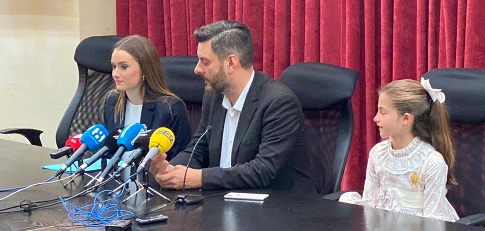 Las falleras mayores de Valencia 2020, con el concejal de Cultura Festiva/Armando Romero