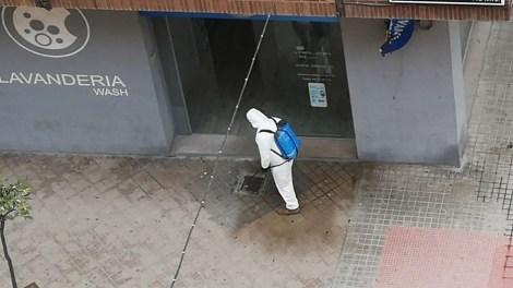 Operario de desinfección en Puerto de Sagunto/informaValencia.com