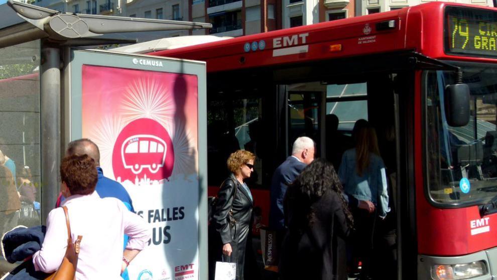 Dispositivo Especial de la EMT en Fallas/Img. informaValencia.com