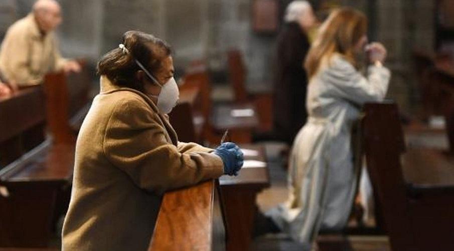 Se debe usar la marcarilla durante la misa./RD