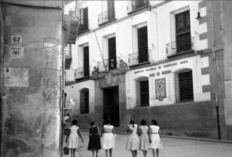 Fachada de la antigua sede del Instituto Josep de Ribera de Xàtiva. Cortesía de hermanos Pérez García